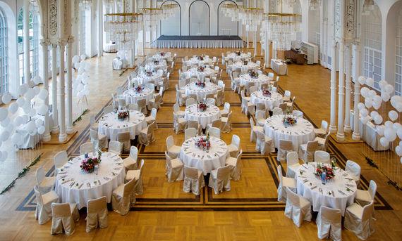 Klassische Hochzeitsfeier im Festsaal – gesehen bei frauimmer-herrewig.de