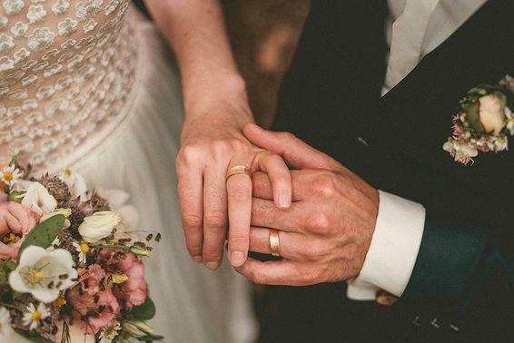 Trauringe Brautpaar Trauung – gesehen bei frauimmer-herrewig.de