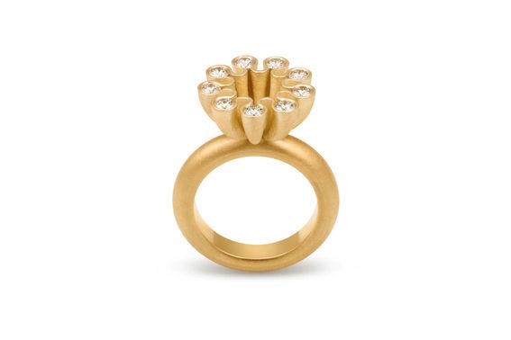 Umbrello fiore ring gold Goldschmiede Koeln Grote contraste – gesehen bei frauimmer-herrewig.de