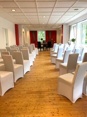 Raum standesamtliche Trauung mit Hussen – gesehen bei frauimmer-herrewig.de