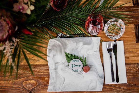 Tischdekoration für das Hochzeitsdinner – gesehen bei frauimmer-herrewig.de