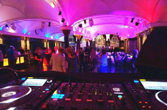 Hochzeitsparty mit DJ – gesehen bei frauimmer-herrewig.de