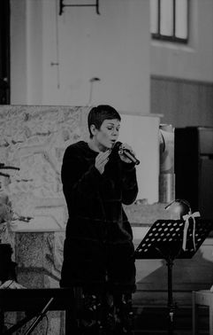 Susy singt bei Hochzeit – gesehen bei frauimmer-herrewig.de