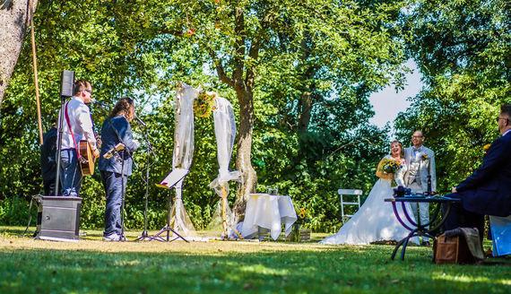 Hochzeitssänger für die Trauung – gesehen bei frauimmer-herrewig.de