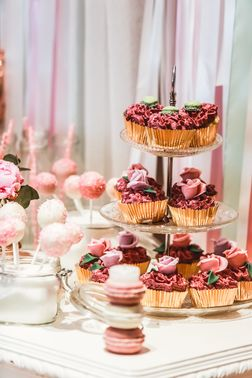 pinke Cupcakes mit Rosen – gesehen bei frauimmer-herrewig.de