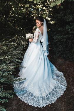 Hochzeitskleid mit Spitzenschleppe – gesehen bei frauimmer-herrewig.de