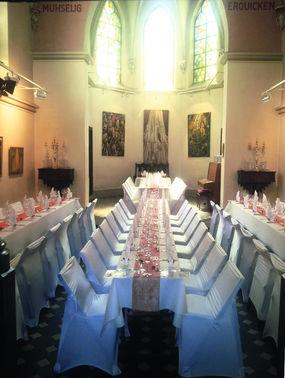 Hochzeitstafel in der Klosterkapelle - Copyright www.wingart.de – gesehen bei frauimmer-herrewig.de