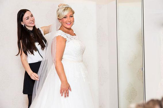 Anprobe Braut Plussize Hochzeitshaus Struck – gesehen bei frauimmer-herrewig.de