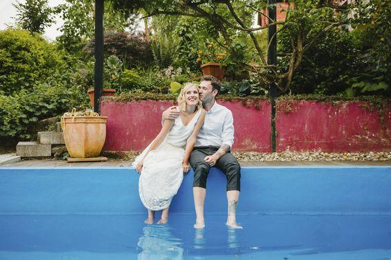 After Wedding Shooting am Pool – gesehen bei frauimmer-herrewig.de
