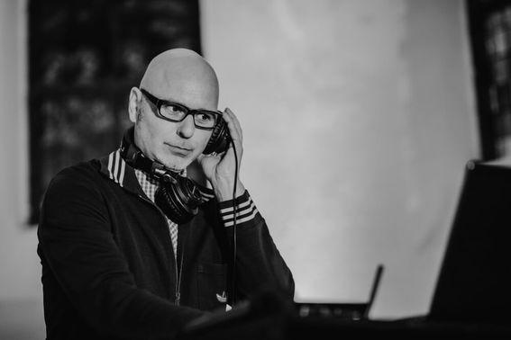 Titelbild DJ Grooveshaker – gesehen bei frauimmer-herrewig.de
