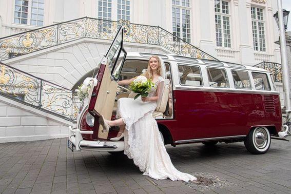 roter VW Bus - Foto: boogwhiteside.photography – gesehen bei frauimmer-herrewig.de
