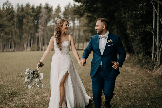 Brautpaarshooting im Grünen – gesehen bei frauimmer-herrewig.de
