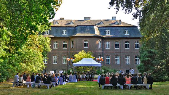 Eltzhof Schloss Wahn Schlossgarten Koeln – gesehen bei frauimmer-herrewig.de