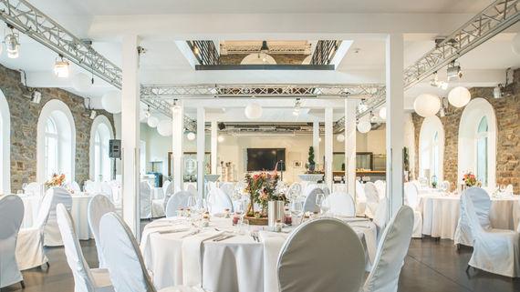 heller Innenraum der Hochzeitslocation – gesehen bei frauimmer-herrewig.de
