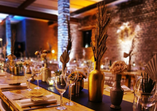 Moderne Tischdeko Hochzeitsfeier – gesehen bei frauimmer-herrewig.de