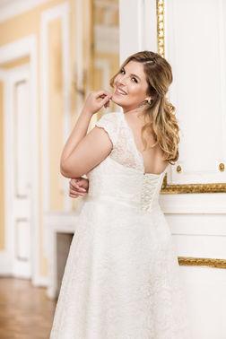 Brautmodeladen Wundervoll Weiblich 01 – gesehen bei frauimmer-herrewig.de