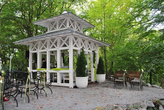 Freie Trauung im Garten Waldhotel Rheinbach – gesehen bei frauimmer-herrewig.de