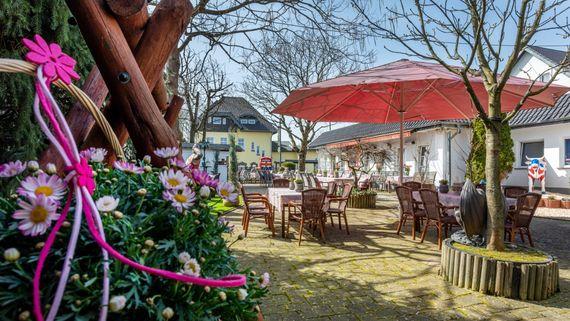 Biergarten der Hochzeitslocation - Foto: ©Erik Spilles – gesehen bei frauimmer-herrewig.de