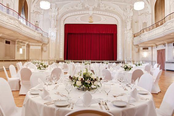 Hochzeit im Saal – gesehen bei frauimmer-herrewig.de