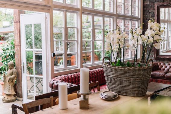 LADUE Innenraum mit Blick nach draussen Foto laboda wedding.com – gesehen bei frauimmer-herrewig.de