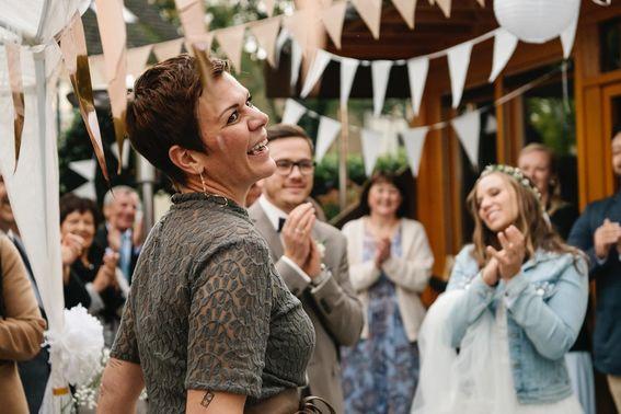 Hochzeitssängerin und Traurednerin auf Hochzeit – gesehen bei frauimmer-herrewig.de