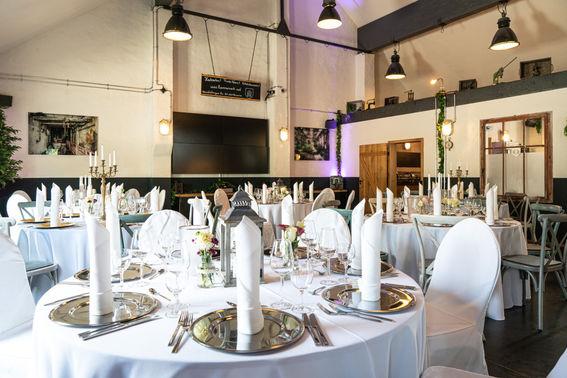 Hochzeitsdinner Tischdekoration – gesehen bei frauimmer-herrewig.de