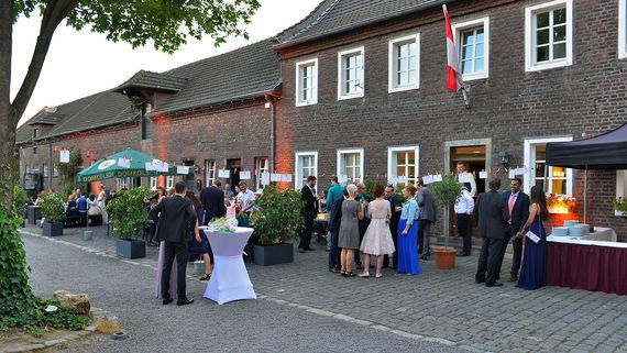 Eltzhof Hochzeit Hof Koeln – gesehen bei frauimmer-herrewig.de