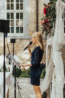 Hochzeitsrednerin Rafaela Kloubert – gesehen bei frauimmer-herrewig.de