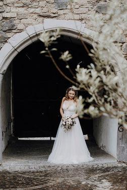 Braut bei Hochzeit auf Burg Linz – gesehen bei frauimmer-herrewig.de