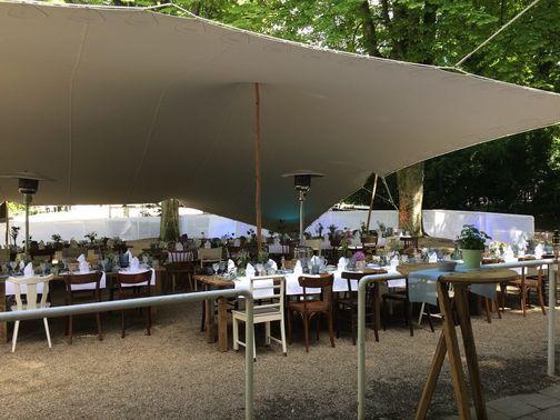 Outdoor Festsaal im Grünen – gesehen bei frauimmer-herrewig.de