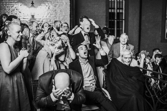Hochzeitsgesellschaft bei Hochzeitsfeier – gesehen bei frauimmer-herrewig.de