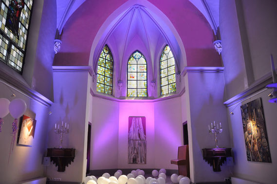 Klosterkapelle Innenansicht beleuchtet - Copyright www.wingart.de – gesehen bei frauimmer-herrewig.de