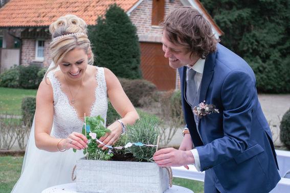 Ehepaar mit Kräuterbeet – gesehen bei frauimmer-herrewig.de