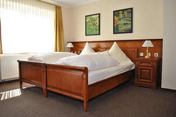 Hotelzimmer Waldhotel Rheinbach – gesehen bei frauimmer-herrewig.de