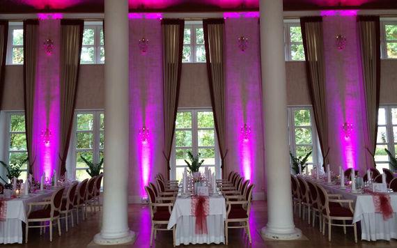 Ambiente Beleuchtung Festsaal Hochzeit – gesehen bei frauimmer-herrewig.de