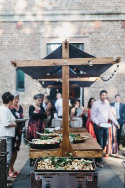 Outdoor Buffet Hochzeit - Foto: Nancy Ebert – gesehen bei frauimmer-herrewig.de