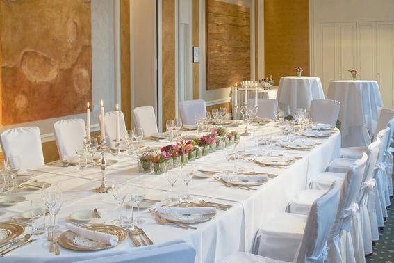 Festtafel Hochzeitsfeier – gesehen bei frauimmer-herrewig.de