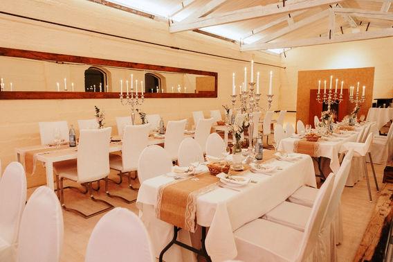 Hochzeitslocation Mastertmuehle Festsaal gedeckter Tisch 3 – gesehen bei frauimmer-herrewig.de