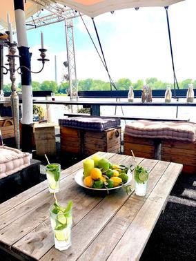 Cocktails Hochzeitsfeier Hausboot – gesehen bei frauimmer-herrewig.de