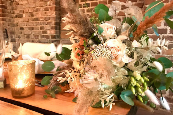 Boho Blumendeko Hochzeit – gesehen bei frauimmer-herrewig.de