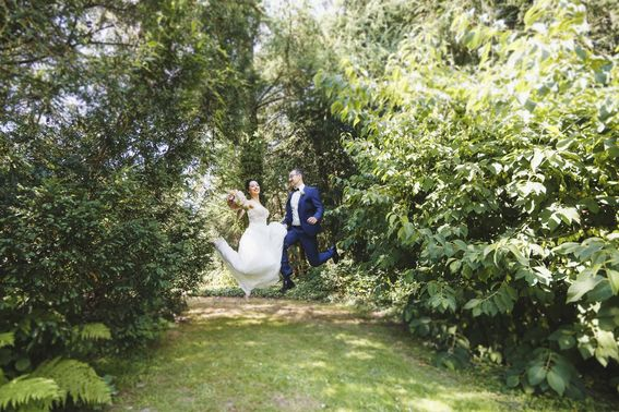 After Wedding Shooting im Garten – gesehen bei frauimmer-herrewig.de