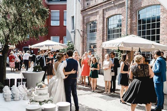 Kunstsalon Location Hochzeit Friedrichfotogrfie – gesehen bei frauimmer-herrewig.de