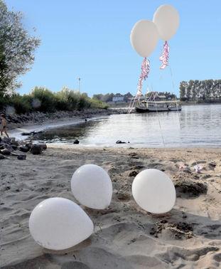 Strand am Rhein - Copyright www.wingart.de – gesehen bei frauimmer-herrewig.de