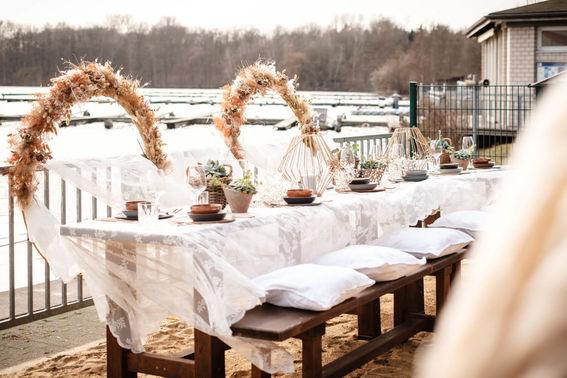 Boho Outdoor Hochzeit am See – gesehen bei frauimmer-herrewig.de