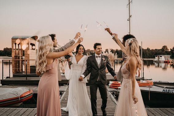 Gruppenfoto für Hochzeitsgesellschaft – gesehen bei frauimmer-herrewig.de
