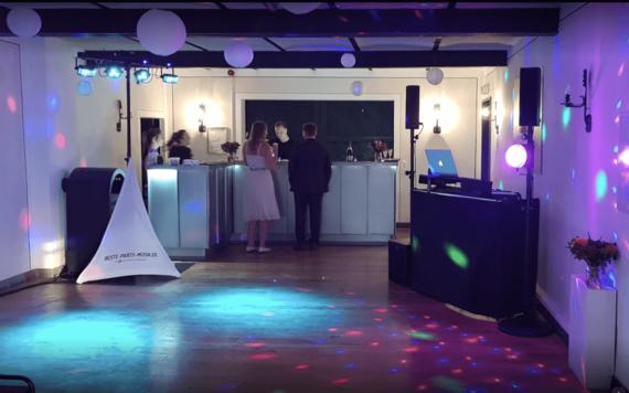 Tanzfläche Hochzeitsfeier – gesehen bei frauimmer-herrewig.de