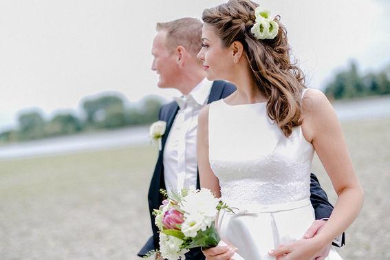 Brautfrisur mit Blumen TANTJE Beauty und Lifestyle – gesehen bei frauimmer-herrewig.de