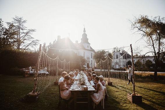 Hochzeit unter freiem Himmel Be Unique Eventdesign and Wedding Planner – gesehen bei frauimmer-herrewig.de