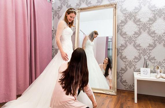 Brautkleid Anprobe Hochzeitshaus Struck – gesehen bei frauimmer-herrewig.de