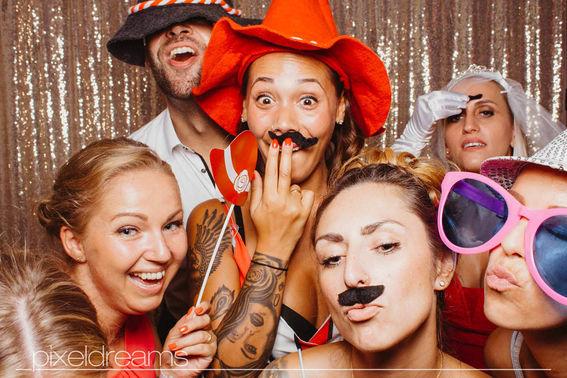 Gruppenfoto mit Photobooth – gesehen bei frauimmer-herrewig.de